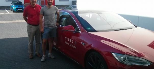 Teslatestfahrer